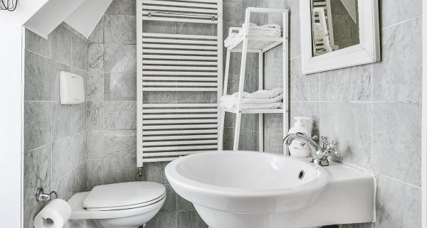 Astuces pour aménager une salle de bain sous pente